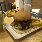 Awesome Burger – HI Burger – Restaurant Review